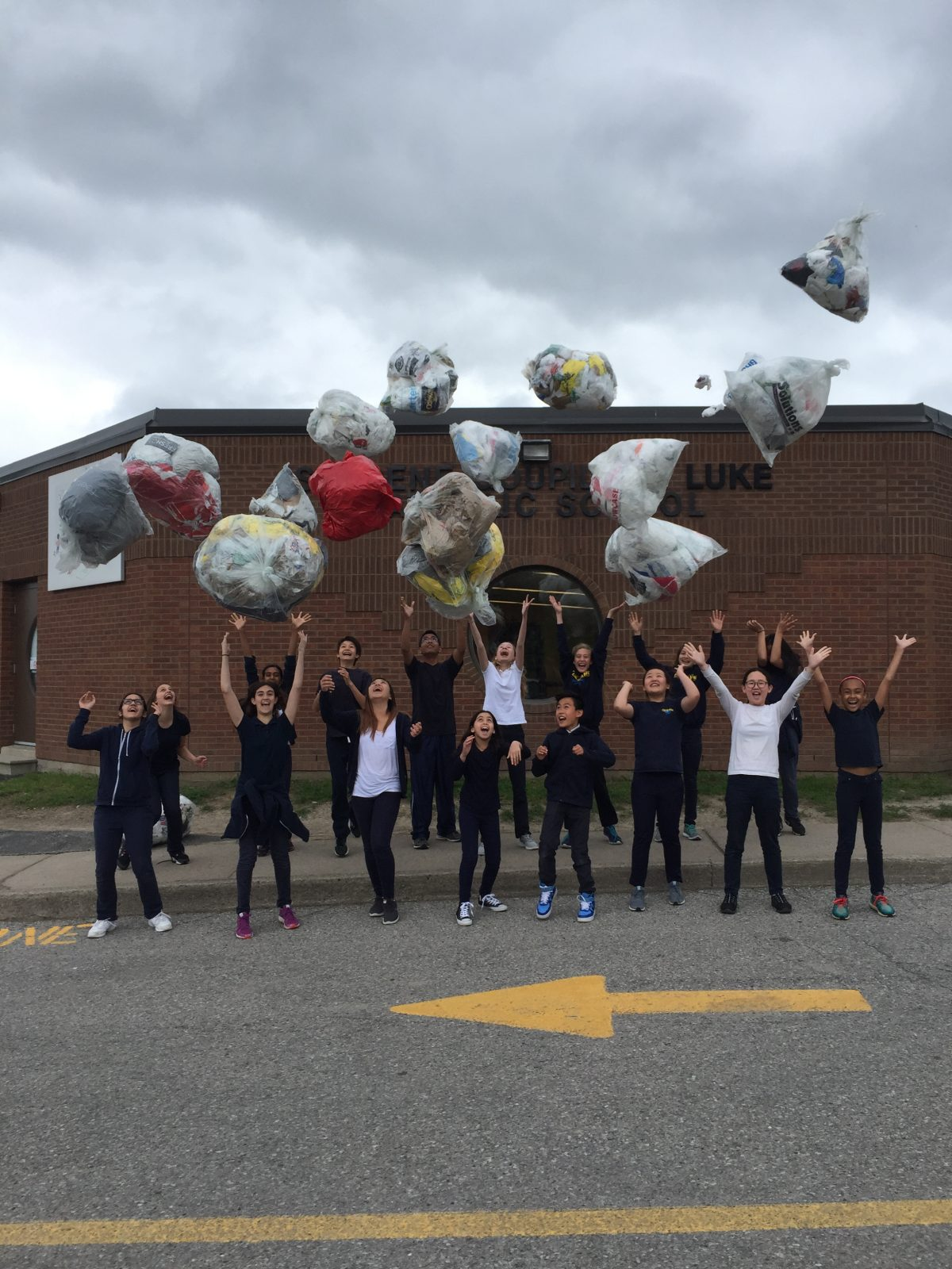 Thornhill students help divert 5,000 plastic bags out of landfills