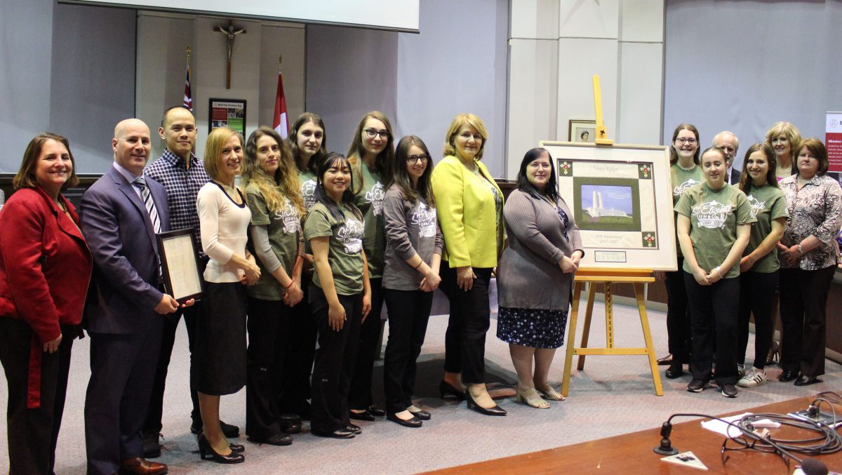 St. Elizabeth Staff and Students Present Vimy 100 Quilt to YCDSB